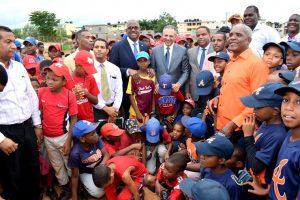 Presidente Medina instruye remozar el complejo deportivo de Mendoza