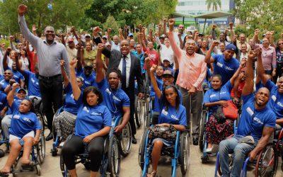 Danilo Díaz y personal del Miderec reciben jóvenes con discapacidad