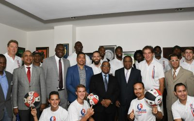 EX-NBA VISITAN A DANILO DIAZ; INICIAN HOY CLINICAS EN CLUB SAN LAZARO Y EL DOMINGO EN SPM