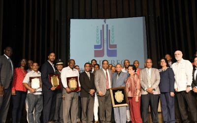 Miderec entrega homenajes  en Día Nacional de los Clubes