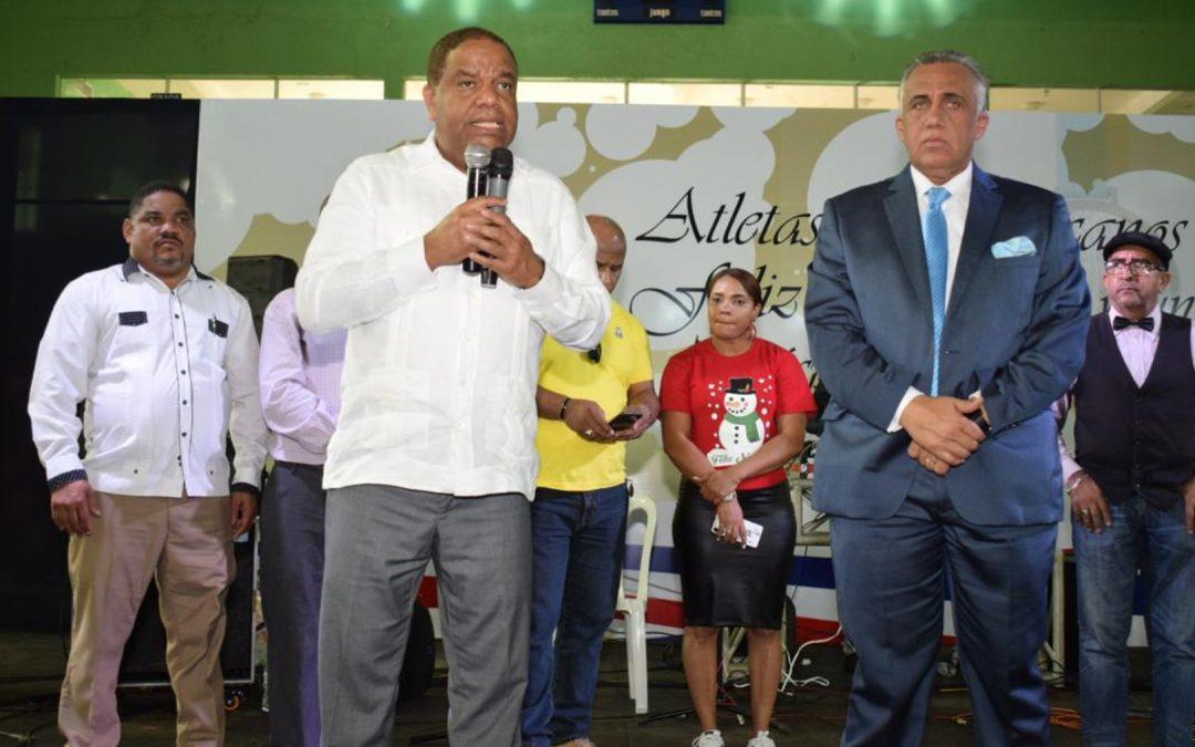 Ministro Danilo Díaz agasaja  atletas en encuentro navideño