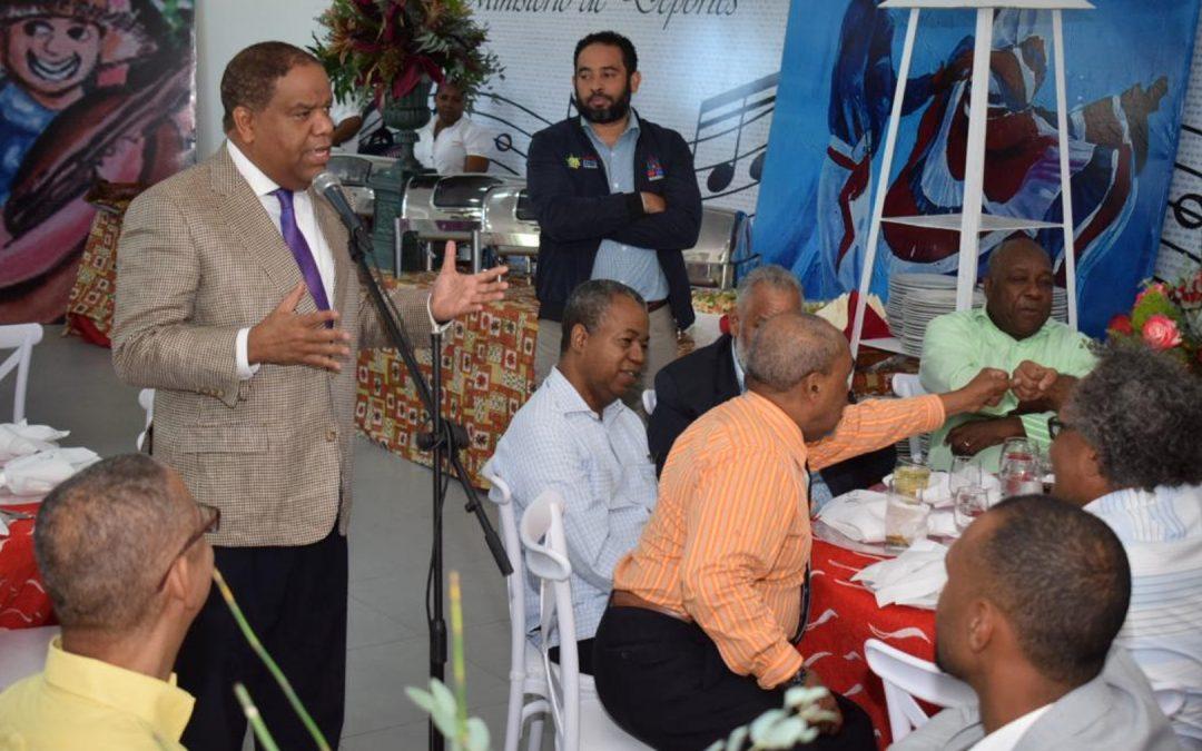 Ministro Díaz resalta labor de periodistas deportivos