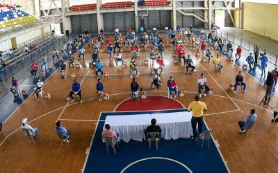 Ministro Díaz inicia entrega ayuda a 3,000 deportistas