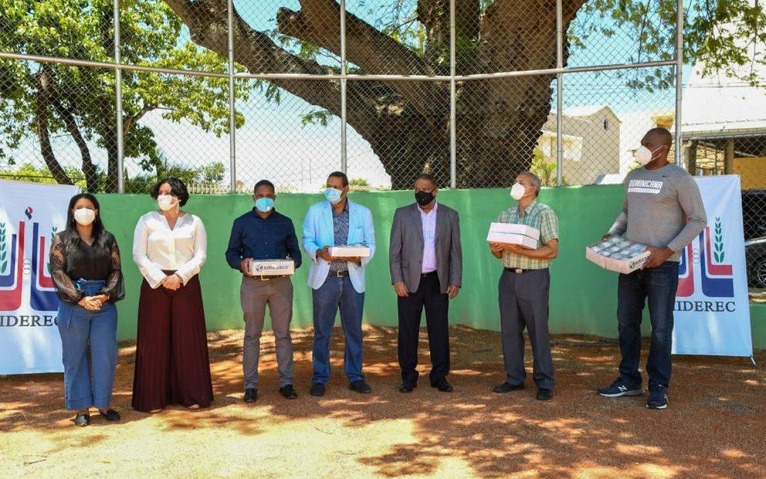 MINISTRO DE DEPORTES, DANILO DIAZ, INAUGURA COMPLEJO DE BÉISBOL EN ESCUELA SANTO DOMINGO SAVIO