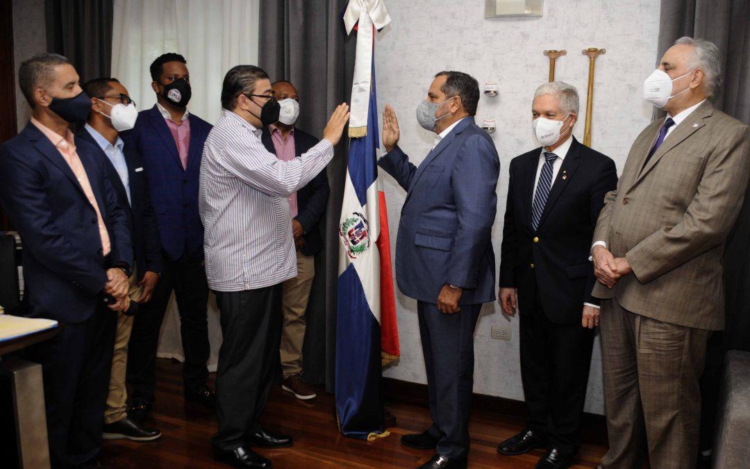 Camacho juramenta a Junior Noboa Comisionado Nacional de Béisbol