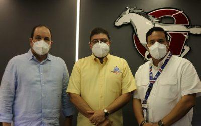 Ministro Francisco Camacho felicita a las Aguilas Cibaeñas