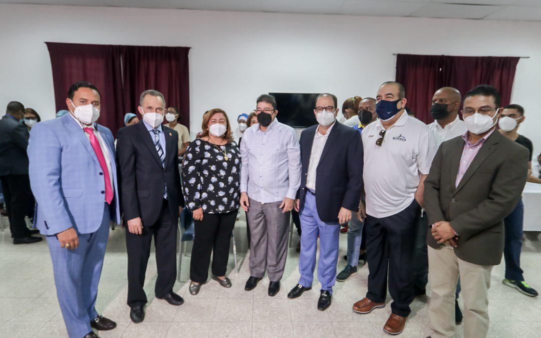 Camacho encabeza el inicio de vacunación a los atletas rumbo a Tokio