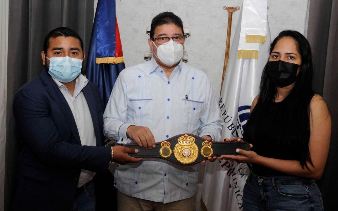 Ministro Camacho es reconocido por la Asociación Mundial de Boxeo