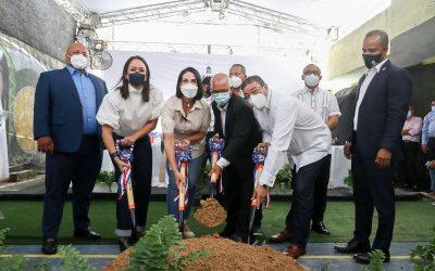 Camacho y Primera Dama dan comienzo a construcción Centro Deportivo Comunitario en Capotillo