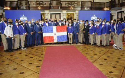Abinader entrega la bandera a la delegación récord que irá a Juegos Olímpicos
