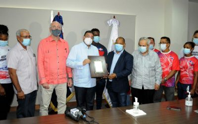 Ministro Camacho recibe miembros de pesas y resalta su clasificación histórica a JJ. OO.